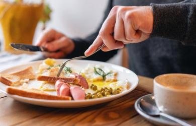 5 thói quen sai lầm khi ăn sáng khiến cân nặng tăng vù vù, làn da xuống cấp