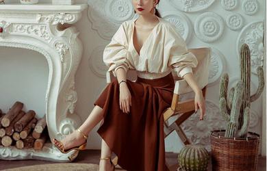 Mặc chân váy lửng mà lo dìm dáng, chị em hãy học ngay loạt cách mix cùng giày của mỹ nhân Việt