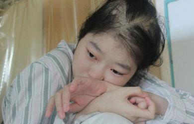 Cô gái 18 tuổi bị cắt một nửa dạ dày, phải ăn thức ăn lỏng để duy trì sự sống, bác sĩ nhắc nhở phải từ bỏ ngay 1 món ăn