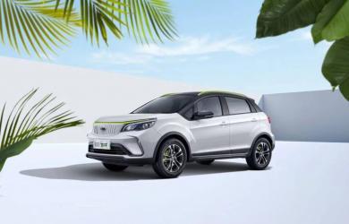 Ô tô điện giá 210 triệu, no pin đi 322 km, về Việt Nam có rộng cửa đấu VinFast VF e34?